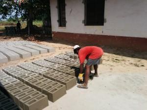 De-molding cement block